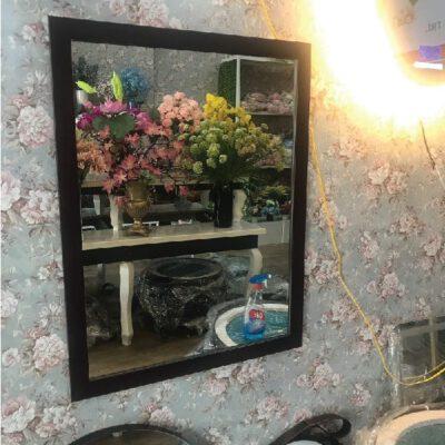 Gương trang điểm vuông viền gỗ