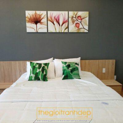 Tranh treo tường phòng ngủ chủ đề hoa 2