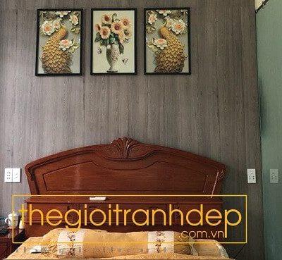 Tranh treo tường phòng ngủ đôi công và hoa