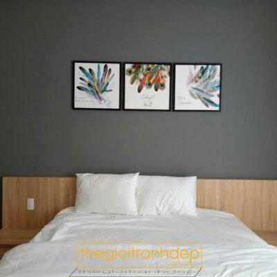 Tranh treo tường phòng ngủ lông vũ