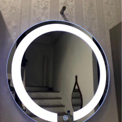 Gương trang điểm cảm ứng có đèn led