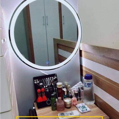 Gương đèn led trong trang trí bàn trang điểm